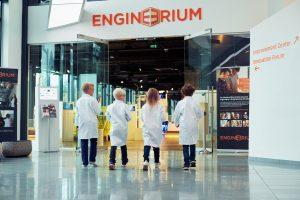Eksperimenter med magisk maling @ Engineerum   Akershus   Norge